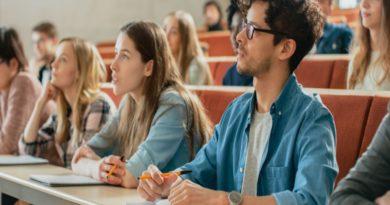 University Lowers Entry Grades